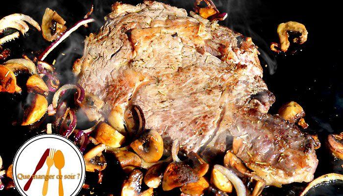 Entrecôte grillée , champignons et oignon rouge